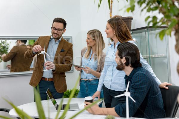 Foto stock: Viento · equipo · inteligentes · experto · jóvenes