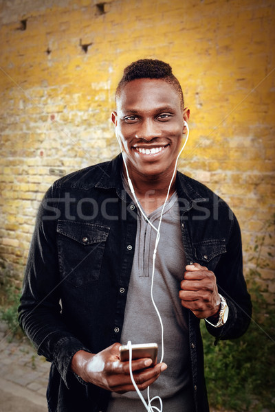 африканских человека наушники парень Сток-фото © MilanMarkovic78