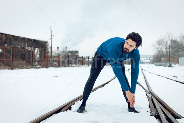 Hiver actif jeune homme public lieu Photo stock © MilanMarkovic78