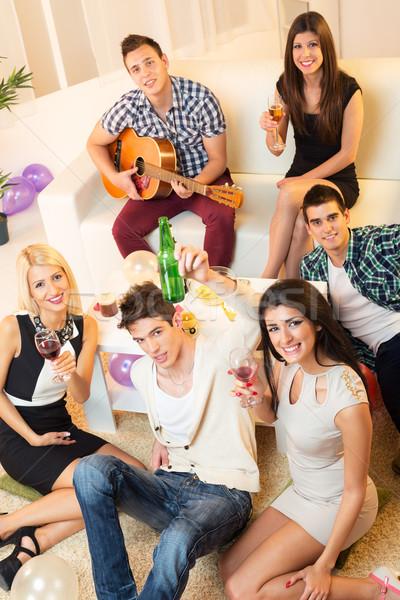 Amigos casa festa pequeno grupo jovens acima Foto stock © MilanMarkovic78
