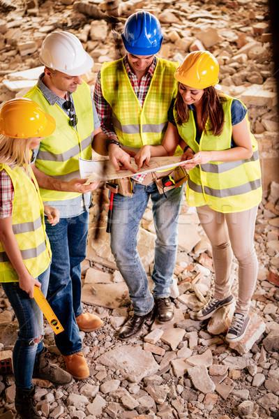 Squadra piano quattro costruzione guardando ricostruzione Foto d'archivio © MilanMarkovic78