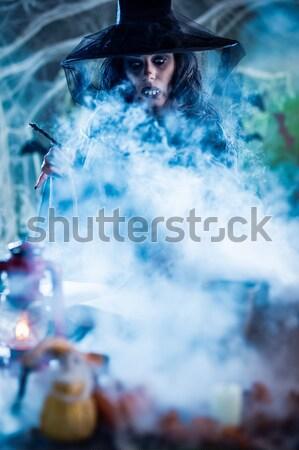 Knochen Hände Hexe halten über Wasser Stock foto © MilanMarkovic78