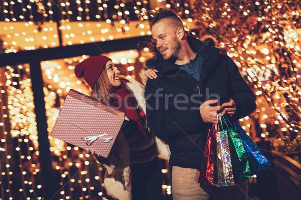 Szczęśliwy zakupy stałego na zewnątrz Zdjęcia stock © MilanMarkovic78
