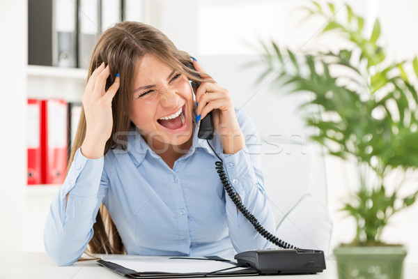 Negocios comunicación jóvenes mujer de negocios oficina sesión Foto stock © MilanMarkovic78