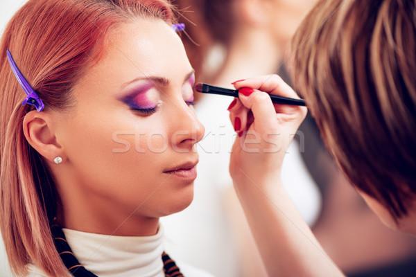 Sminkmester jelentkezik szemhéjfesték modell közelkép szem Stock fotó © MilanMarkovic78