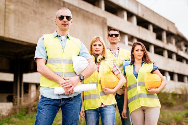 équipe quatre construction bâtiment endommagé Photo stock © MilanMarkovic78