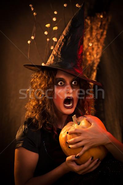 Halloween witch młoda kobieta bać twarz jak Zdjęcia stock © MilanMarkovic78