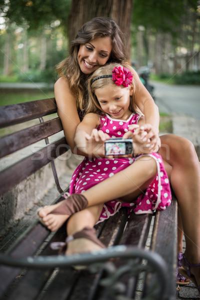 Moeder gelukkig cute meisje poseren zelfportret Stockfoto © MilanMarkovic78