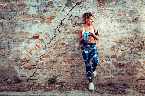 Städtischen Läufer Mädchen jungen muskuläre Frau Stock foto © MilanMarkovic78