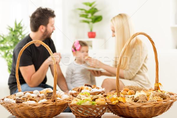 Sütemény boldog család díszített kosár sütemények konzerv Stock fotó © MilanMarkovic78