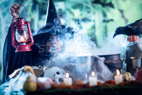 Heks lantaarn magie mist gezicht hand Stockfoto © MilanMarkovic78