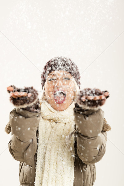 Vreugde eerste sneeuwval jonge vrolijk meisje Stockfoto © MilanMarkovic78