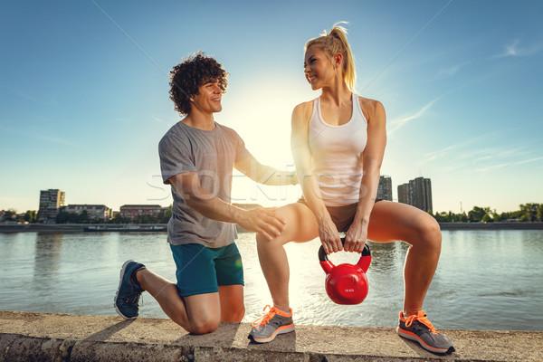 Helpen ander alle jonge fitness paar Stockfoto © MilanMarkovic78
