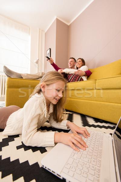 Család megnyugtató otthon gyönyörű fiatal élvezi Stock fotó © MilanMarkovic78