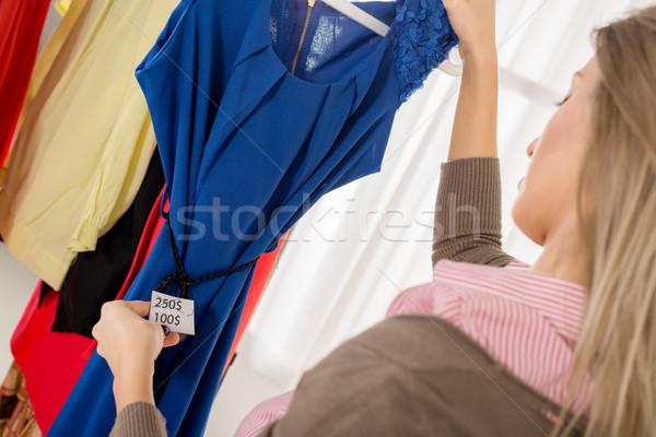 Сток-фото: цен · сокращение · женщины · глядя · специальное · предложение · платье