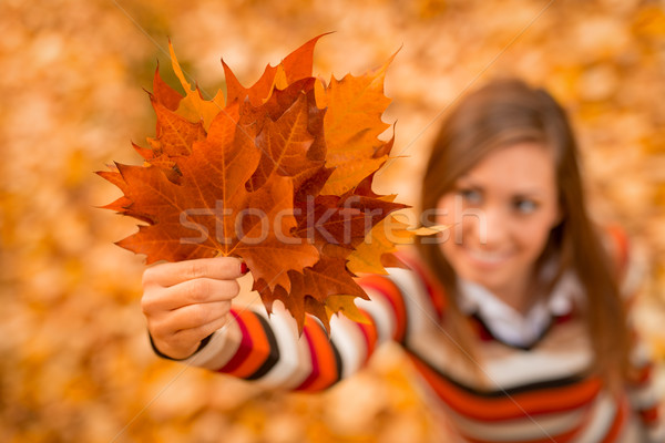 őszi levelek közelkép fiatal nő élvezi napos erdő Stock fotó © MilanMarkovic78