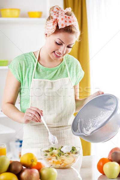 Vruchtensalade mooie jonge vrouw slagroom keuken voedsel Stockfoto © MilanMarkovic78