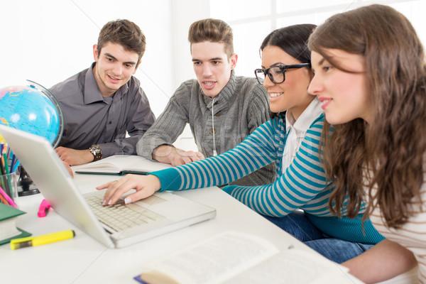 Foto stock: Estudiantes · aprendizaje · cuatro · hermosa · geografía · sesión