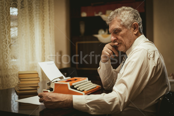 Stockfoto: Bezorgd · retro · senior · man · schrijver · peinzend