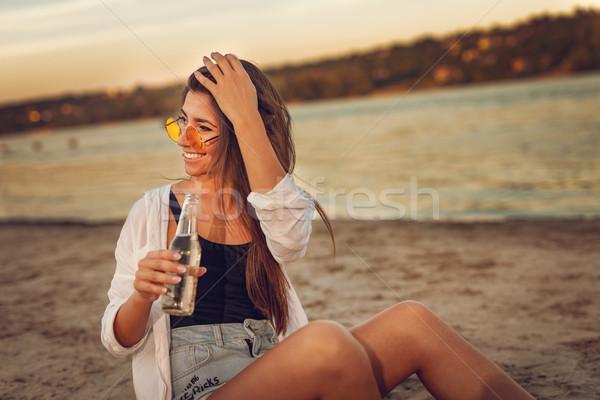 Gratis leuk jonge vrouw ontspannen zonsondergang tijd Stockfoto © MilanMarkovic78