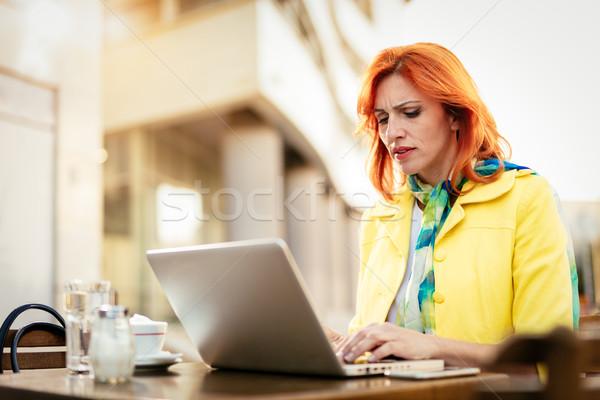 女性実業家 作業 コーヒーブレイク ノートパソコン 通り ストックフォト © MilanMarkovic78