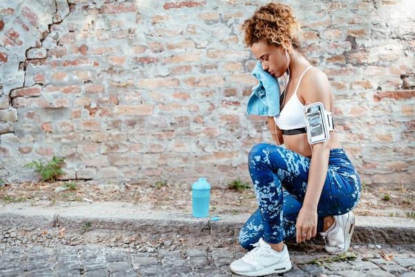 çalışma yukarı ter genç kas fitness woman Stok fotoğraf © MilanMarkovic78