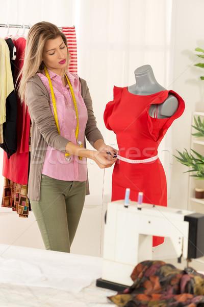 Mode designer mannequin jeunes belle fille mètre à ruban Photo stock © MilanMarkovic78