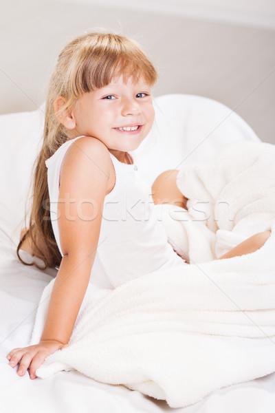 Buenos días cute nina sesión cama manana Foto stock © MilanMarkovic78