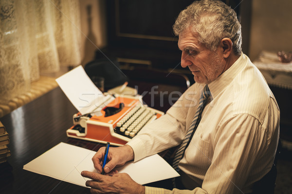 Stockfoto: Retro · senior · man · schrijver · schrijven · potlood