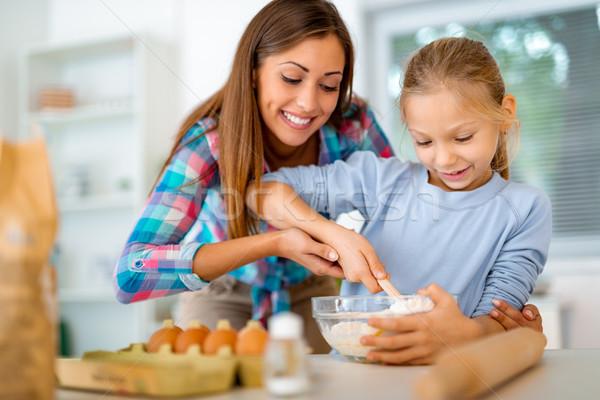 Edukacji cookie matka dziewczynka krajowy kuchnia Zdjęcia stock © MilanMarkovic78