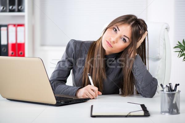 Estresante mujer de negocios preocupado oficina sesión pensando Foto stock © MilanMarkovic78