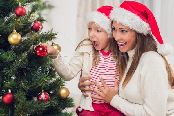 Anya karácsonyfa fiatal lánygyermek otthon nő Stock fotó © MilanMarkovic78