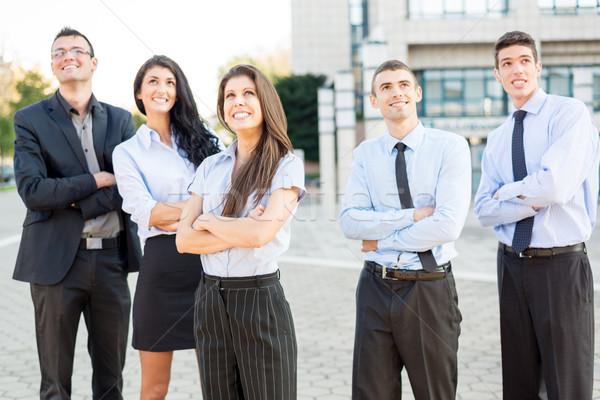 Stockfoto: Jonge · geslaagd · zakenlieden · kleine · groep · permanente · kantoorgebouw