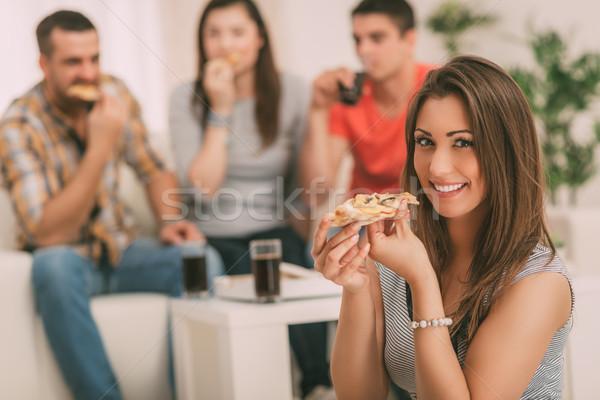 Zdjęcia stock: Młoda · kobieta · jedzenie · pizza · młoda · dziewczyna · uśmiechnięty
