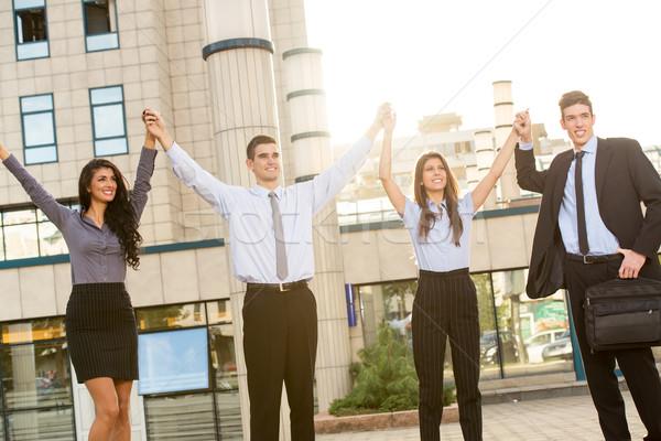 Zdjęcia stock: Młodych · udany · ludzi · biznesu · utrzymać · biurowiec