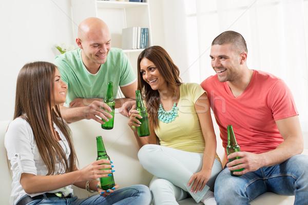ストックフォト: 友達 · 絞首刑 · 外に · 4 · ビール