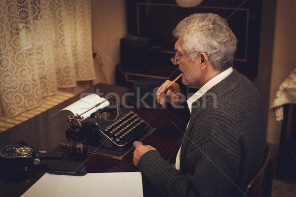 Stockfoto: Retro · senior · man · schrijver · bril · potlood