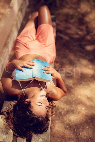 Foto stock: Ensolarado · floresta · mulher · jovem · leitura · livro
