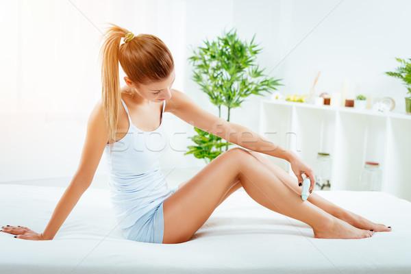 Stock fotó: Láb · fiatal · gyönyörű · nő · elektromos · borotva · nő