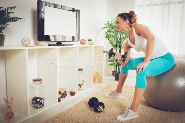ストックフォト: を · 訓練 · ホーム · 美しい · 筋肉の · 少女