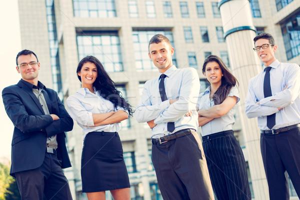 Stockfoto: Jonge · business · team · kleine · groep · zakenlieden · permanente · kantoorgebouw