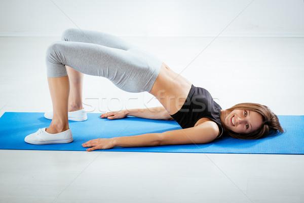 Mój biodra atrakcyjny kobieta fitness wykonywania Zdjęcia stock © MilanMarkovic78