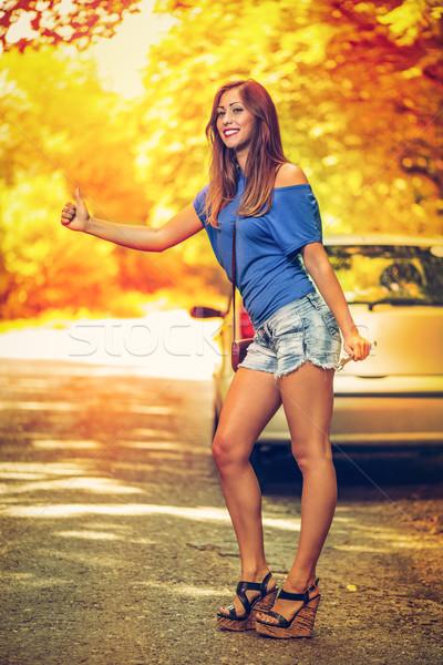 Elromlott autó gyönyörű fiatal nő autó lefelé út Stock fotó © MilanMarkovic78