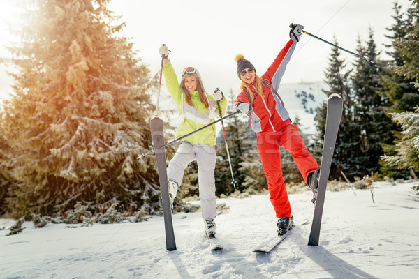Zimą wakacje piękna młoda kobieta znajomych Zdjęcia stock © MilanMarkovic78