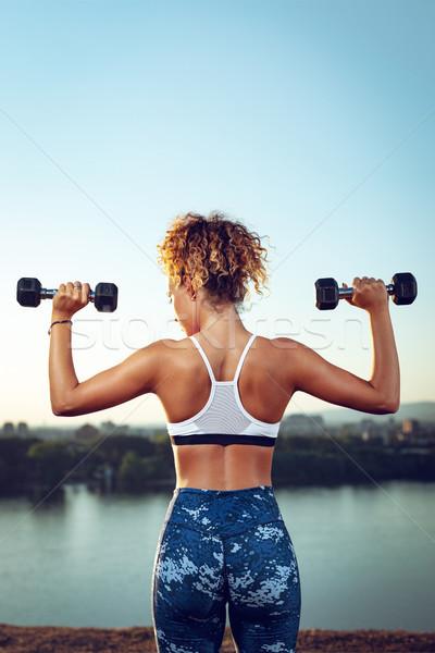 Outdoor allenamento vista posteriore giovani fitness donna Foto d'archivio © MilanMarkovic78
