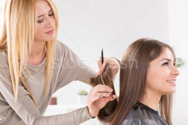 Jonge mooie vrouw haren gesneden werken schaar Stockfoto © MilanMarkovic78
