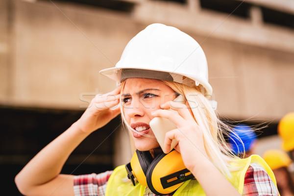 Stockfoto: Vrouwelijke · jonge · bezorgd · bouw · architect · telefoon