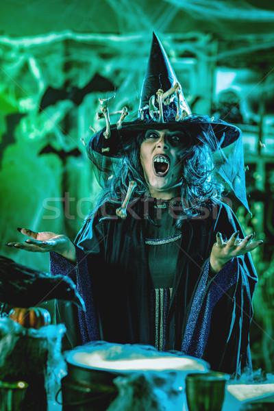 Bruxa cozinhar magia ossos cara arrepiante Foto stock © MilanMarkovic78