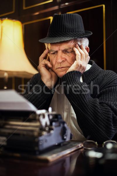 Stockfoto: Bezorgd · retro · senior · man · schrijver · hoed