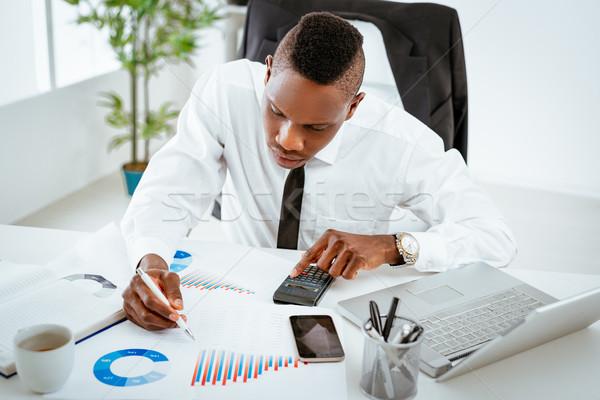 África empresario pensativo sesión oficina de trabajo Foto stock © MilanMarkovic78